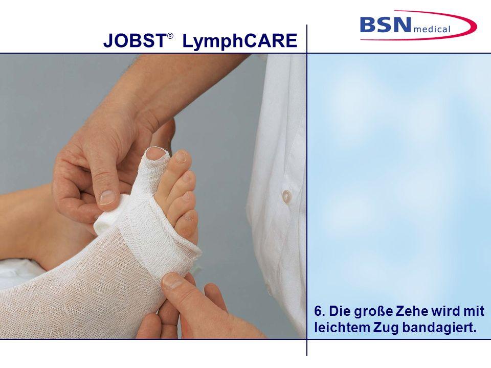 JOBST ® LymphCARE 6. Die große Zehe wird mit leichtem Zug bandagiert.