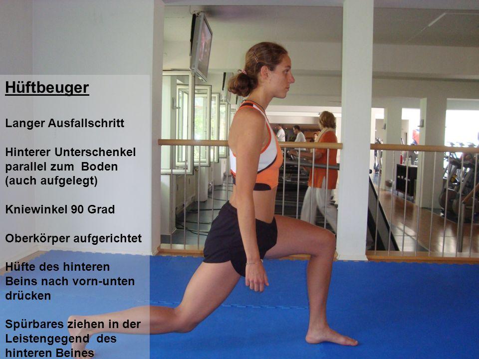 Hüftbeuger Langer Ausfallschritt Hinterer Unterschenkel parallel zum Boden (auch aufgelegt) Kniewinkel 90 Grad Oberkörper aufgerichtet Hüfte des hinte