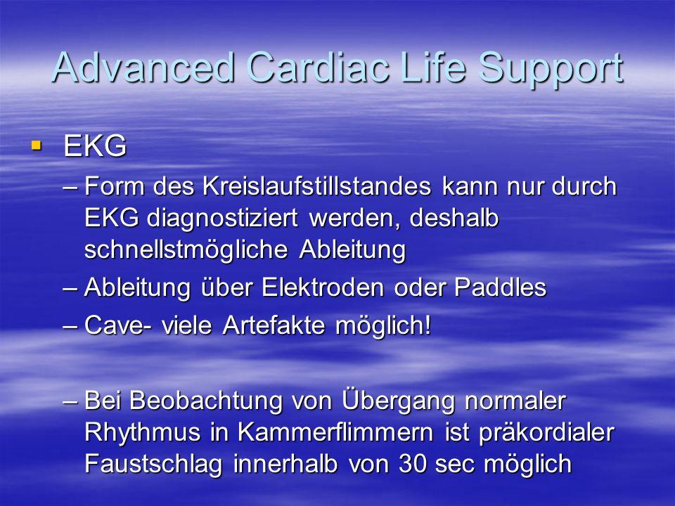 Advanced Cardiac Life Support EKG EKG –Form des Kreislaufstillstandes kann nur durch EKG diagnostiziert werden, deshalb schnellstmögliche Ableitung –A