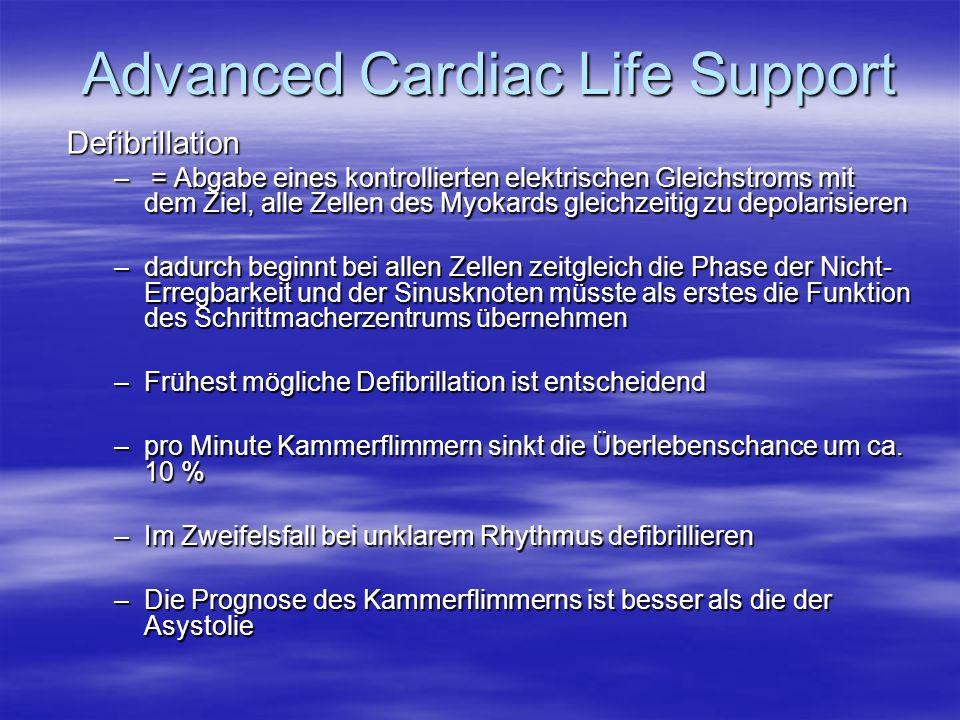 Defibrillation – = Abgabe eines kontrollierten elektrischen Gleichstroms mit dem Ziel, alle Zellen des Myokards gleichzeitig zu depolarisieren –dadurc