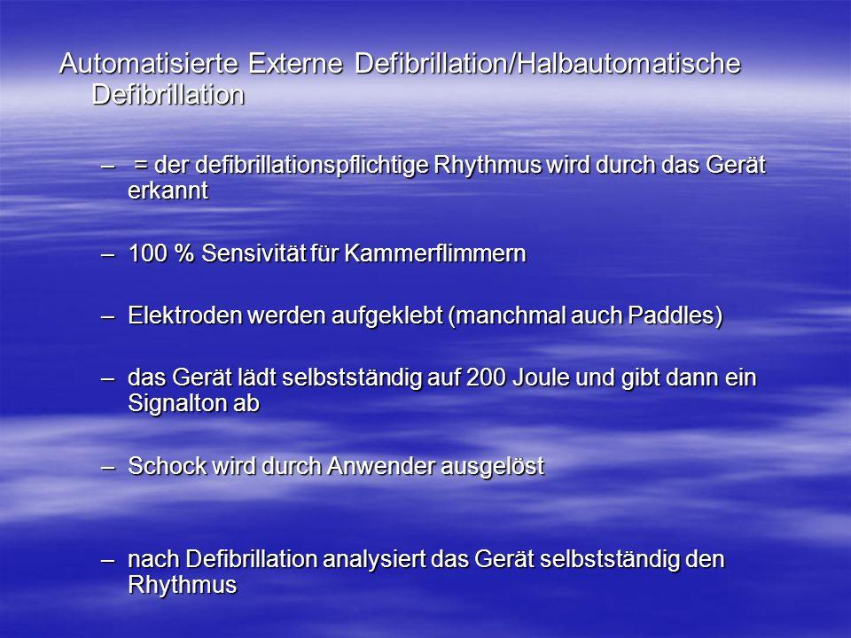 Automatisierte Externe Defibrillation/Halbautomatische Defibrillation – = der defibrillationspflichtige Rhythmus wird durch das Gerät erkannt –100 % S