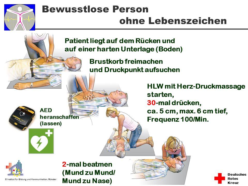 Deutsches Rotes Kreuz © Institut für Bildung und Kommunikation, Münster Bewusstlose Person ohne Lebenszeichen Patient liegt auf dem Rücken und auf ein