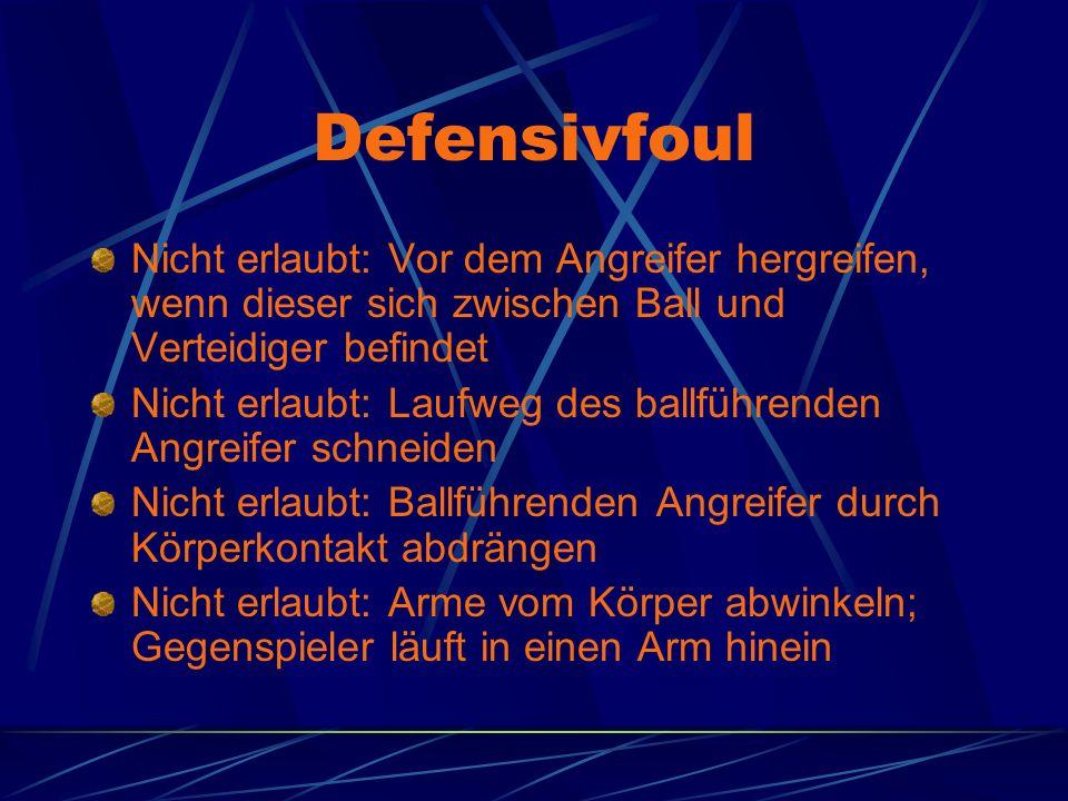 Defensivfoul Nicht erlaubt: Vor dem Angreifer hergreifen, wenn dieser sich zwischen Ball und Verteidiger befindet Nicht erlaubt: Laufweg des ballführe