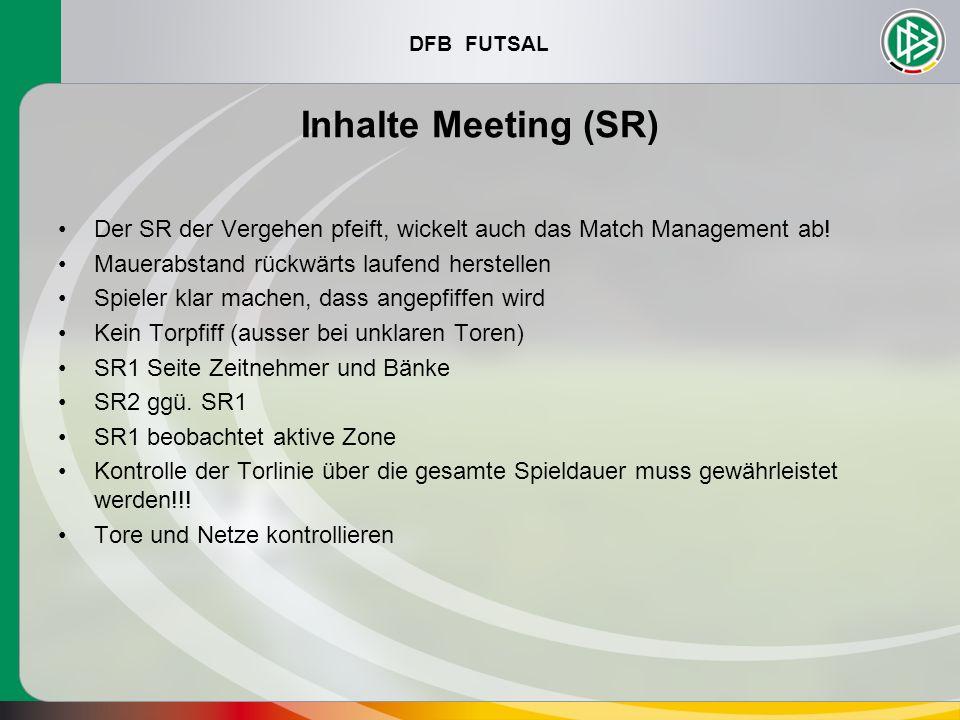 DFB FUTSAL Inhalte Meeting (SR) Der SR der Vergehen pfeift, wickelt auch das Match Management ab! Mauerabstand rückwärts laufend herstellen Spieler kl