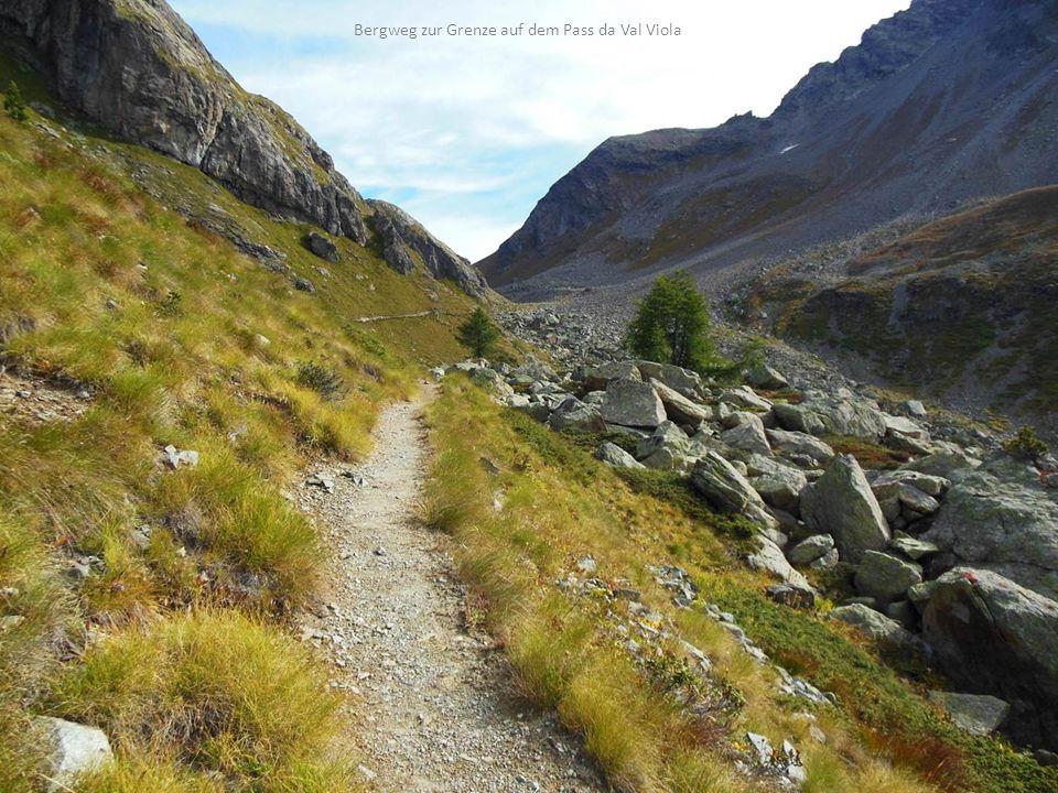 Bergweg zur Grenze auf dem Pass da Val Viola