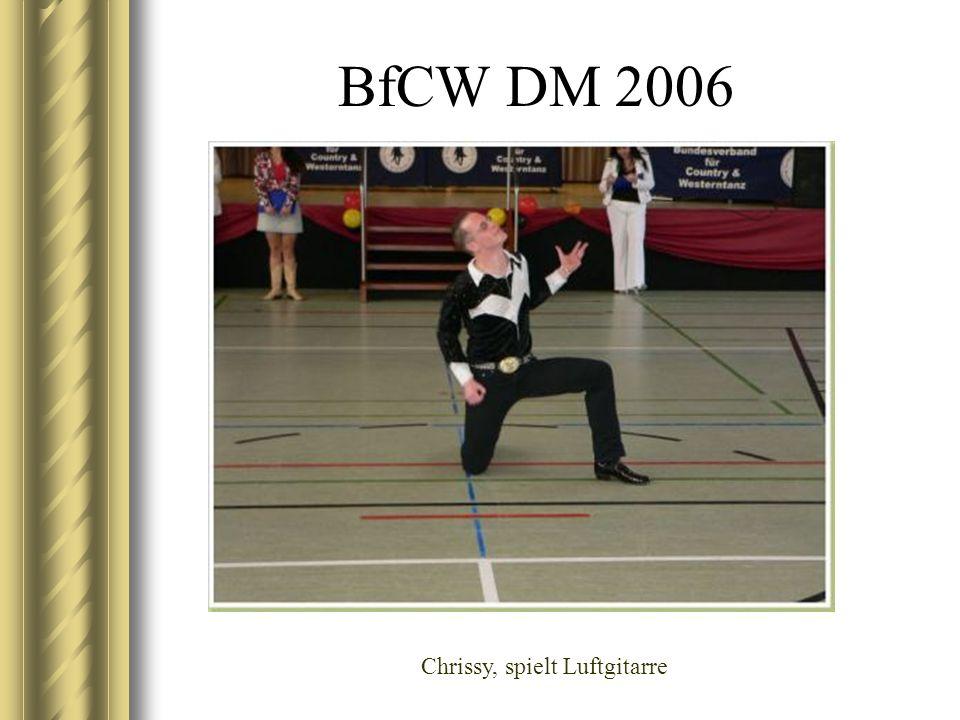 BfCW DM 2006 Chrissy, spielt Luftgitarre