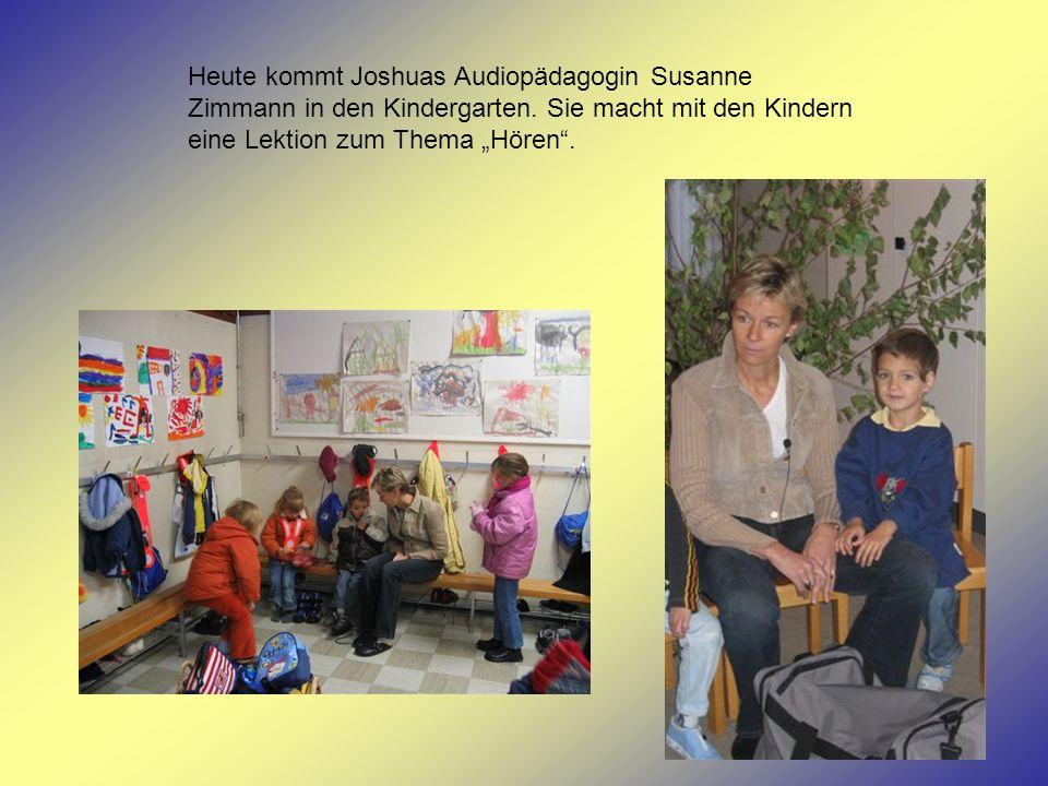 Heute kommt Joshuas Audiopädagogin Susanne Zimmann in den Kindergarten. Sie macht mit den Kindern eine Lektion zum Thema Hören.