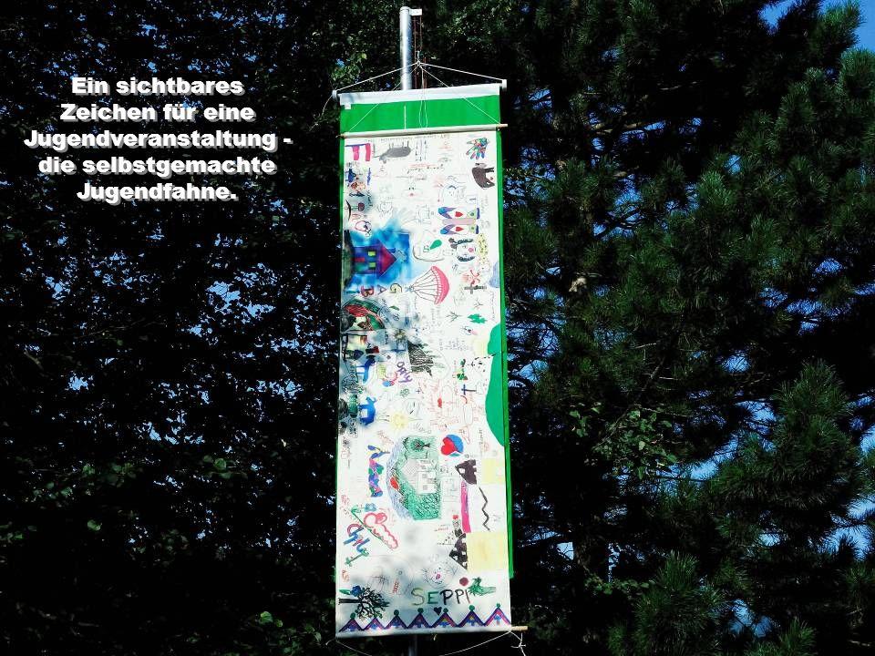 Ein sichtbares Zeichen für eine Jugendveranstaltung - die selbstgemachte Jugendfahne. Ein sichtbares Zeichen für eine Jugendveranstaltung - die selbst