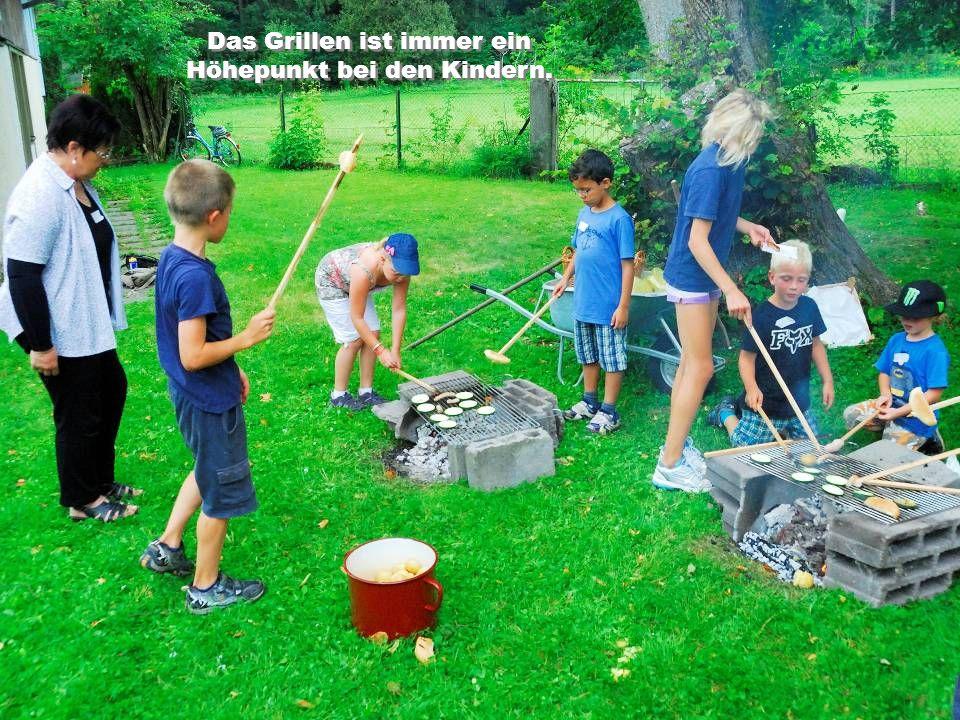 Das Grillen ist immer ein Höhepunkt bei den Kindern.