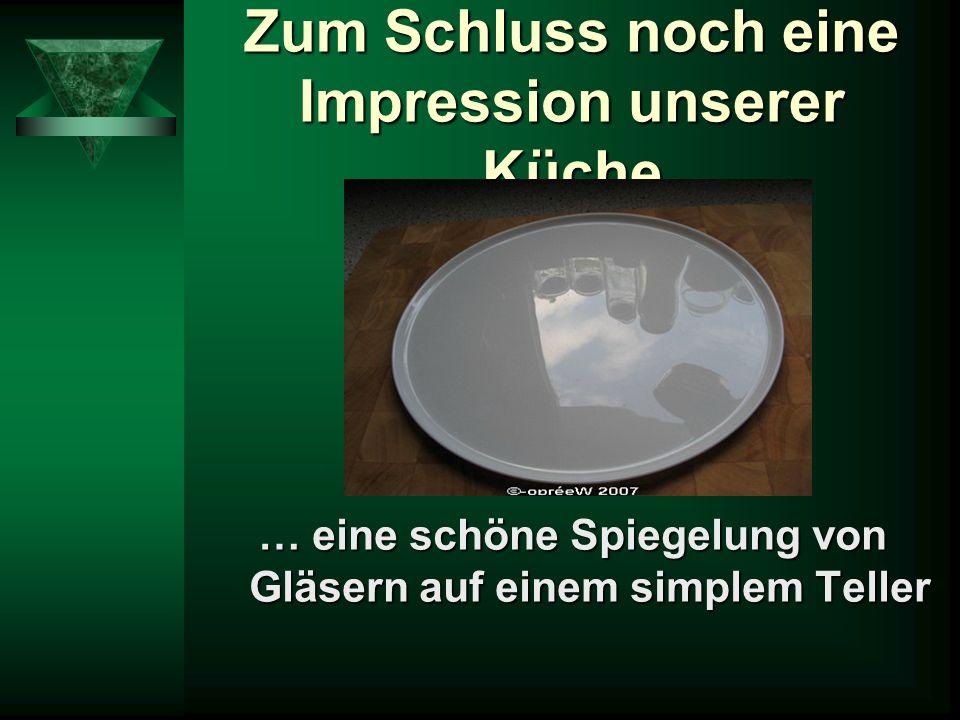 Zum Schluss noch eine Impression unserer Küche … eine schöne Spiegelung von Gläsern auf einem simplem Teller