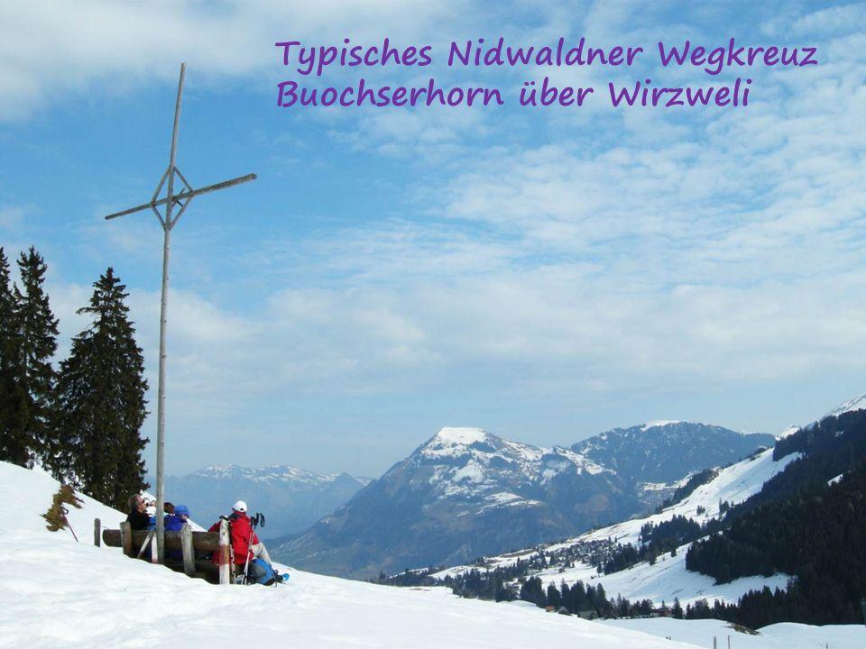 Typisches Nidwaldner Wegkreuz Buochserhorn über Wirzweli