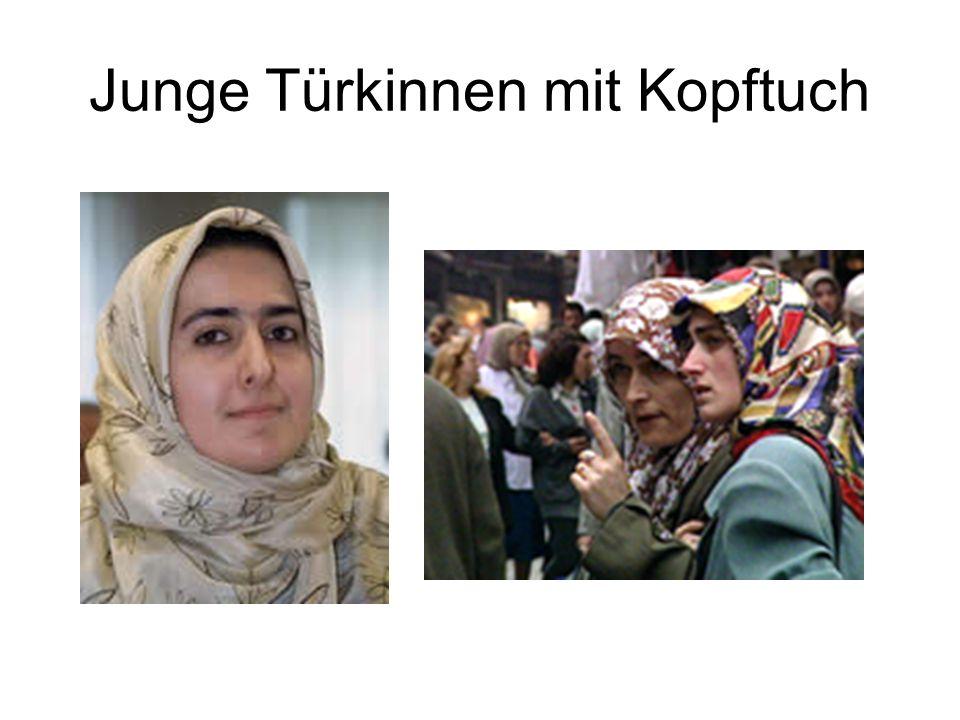 Junge Türkinnen mit Kopftuch