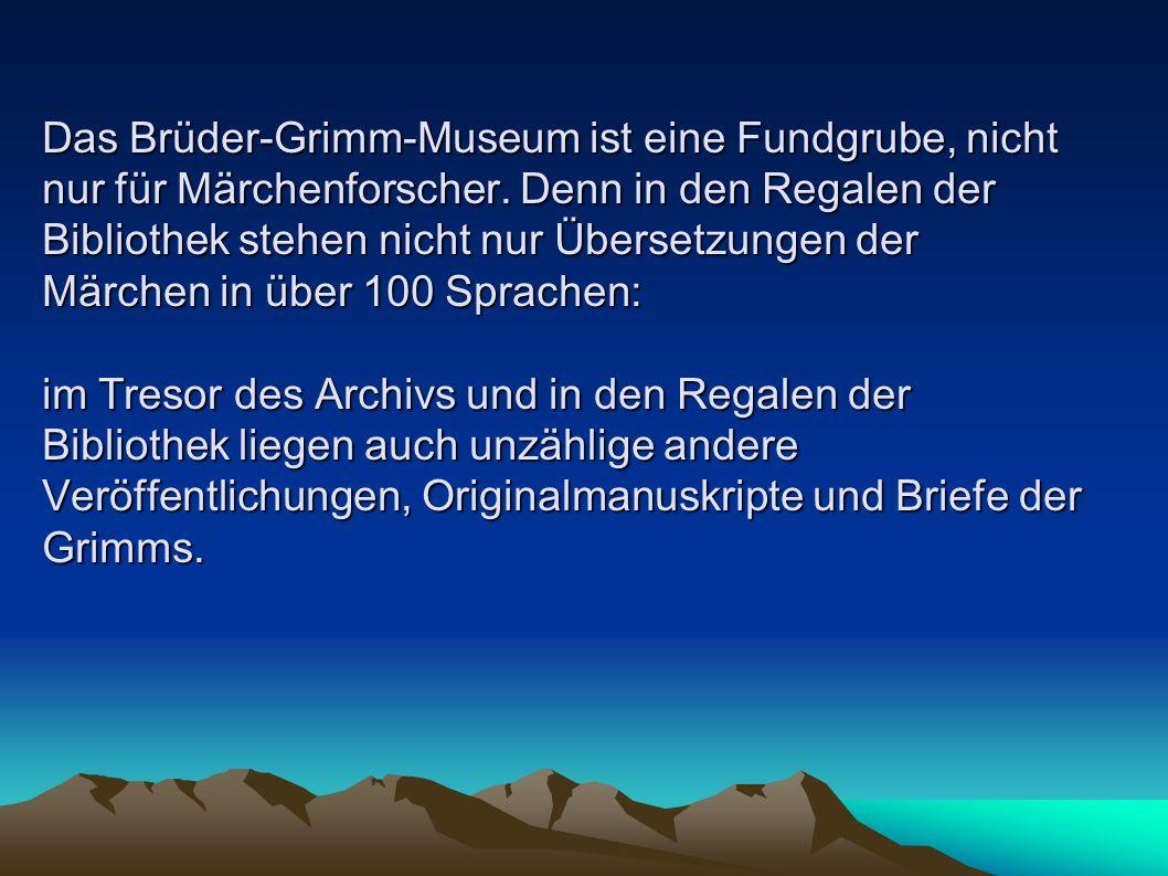 Das Brüder-Grimm-Museum ist eine Fundgrube, nicht nur für Märchenforscher. Denn in den Regalen der Bibliothek stehen nicht nur Übersetzungen der Märch