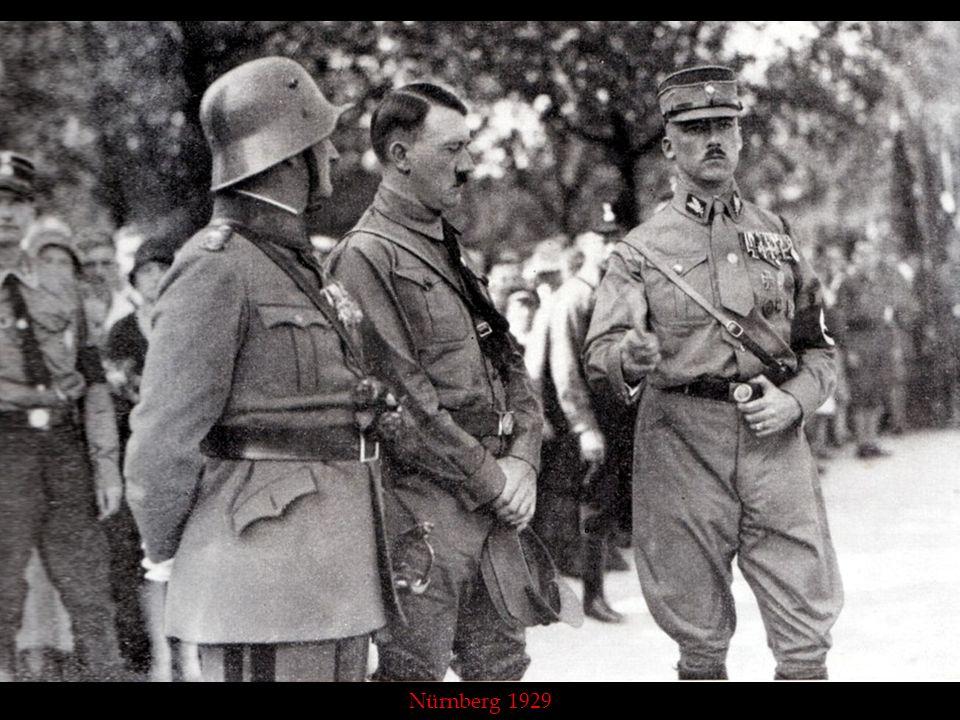 Auf dem Parteitag in Nürnberg 1929 (Von links: SA-Führer von Pfeffer, der Führer, General von Epp)