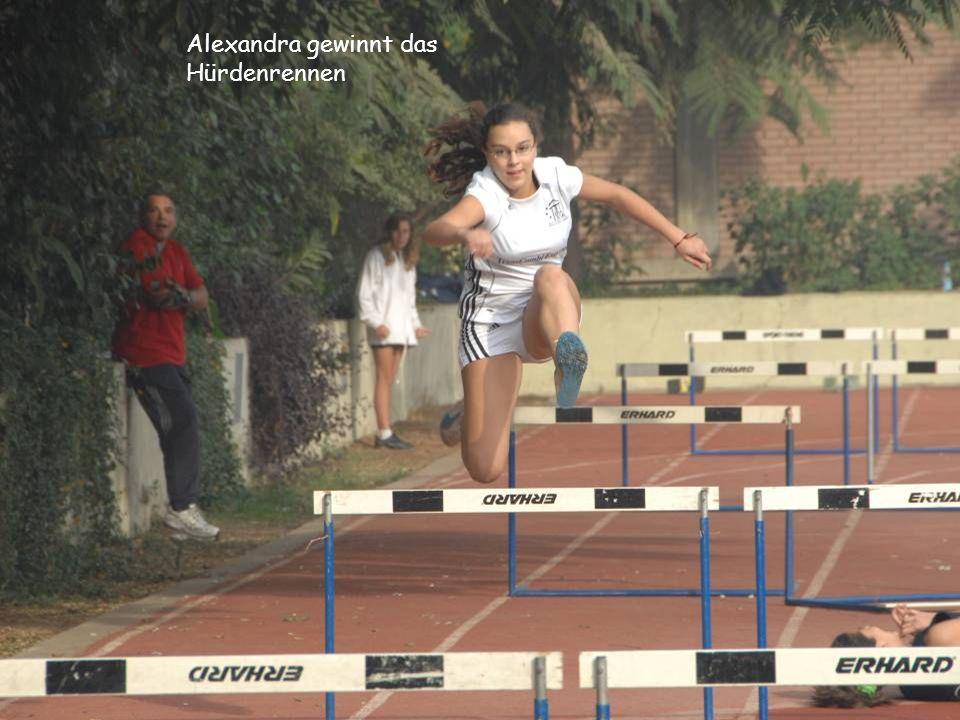 Alexandra gewinnt das Hürdenrennen