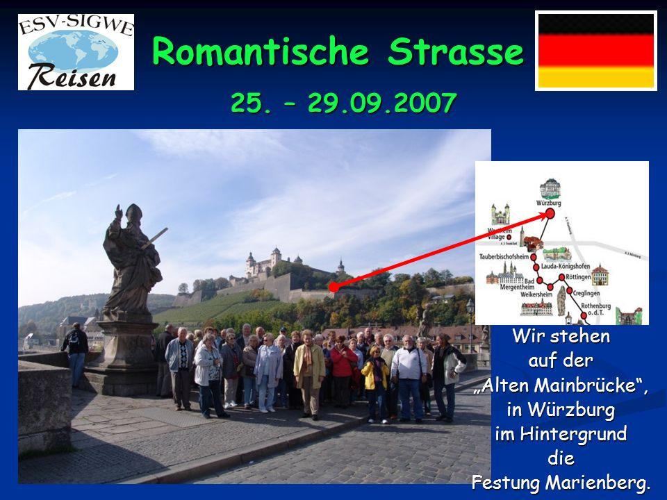 Romantische Strasse 25. – 29.09.2007 Unsere Gruppe im Burghof der Festung Marienberg.