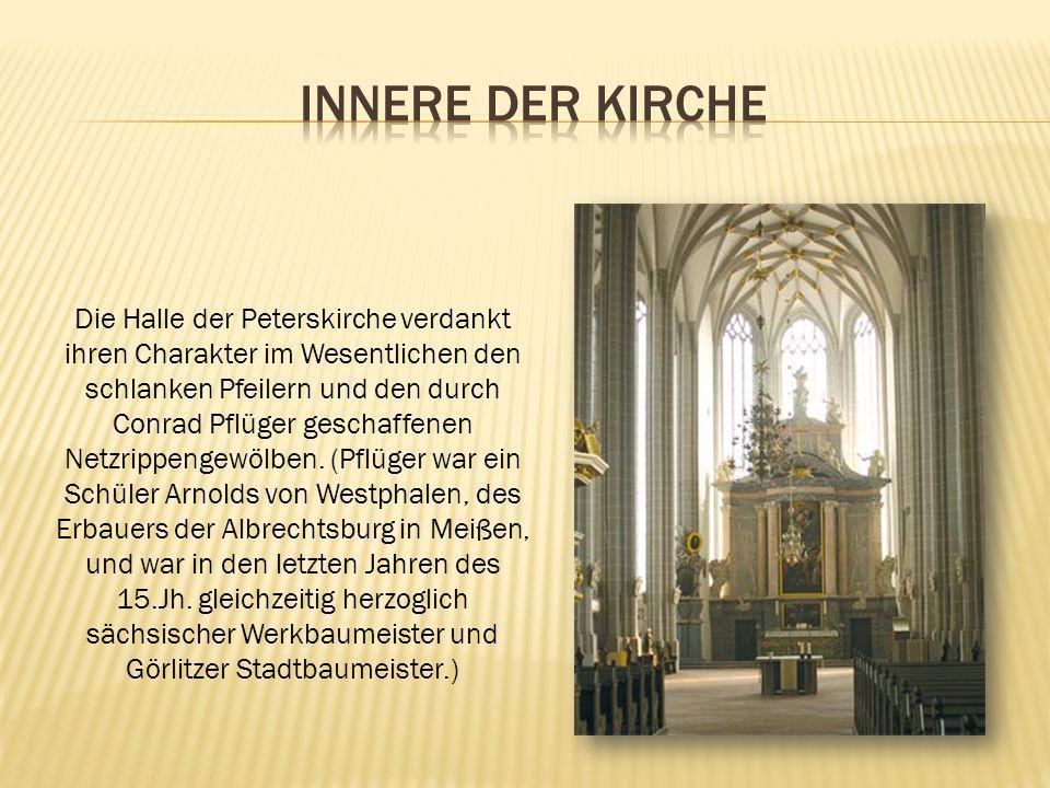 Die Halle der Peterskirche verdankt ihren Charakter im Wesentlichen den schlanken Pfeilern und den durch Conrad Pflüger geschaffenen Netzrippengewölbe