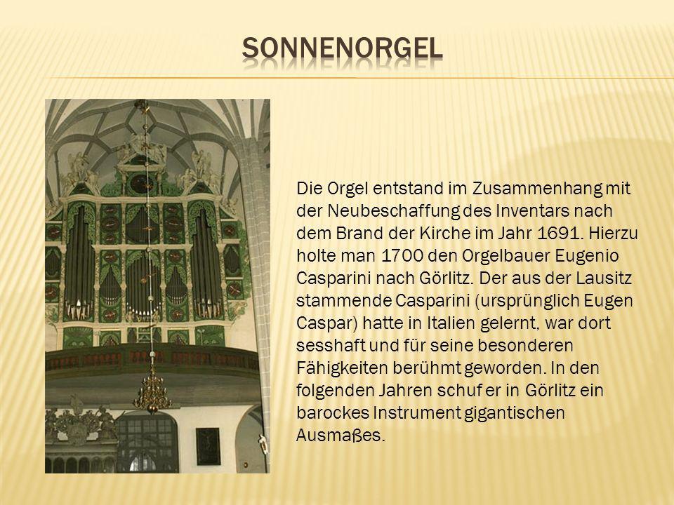 Die Orgel entstand im Zusammenhang mit der Neubeschaffung des Inventars nach dem Brand der Kirche im Jahr 1691. Hierzu holte man 1700 den Orgelbauer E