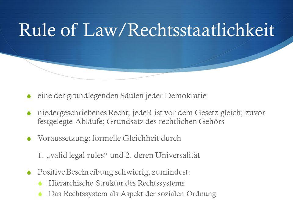 Rule of Law/Rechtsstaatlichkeit eine der grundlegenden Säulen jeder Demokratie niedergeschriebenes Recht; jedeR ist vor dem Gesetz gleich; zuvor festg