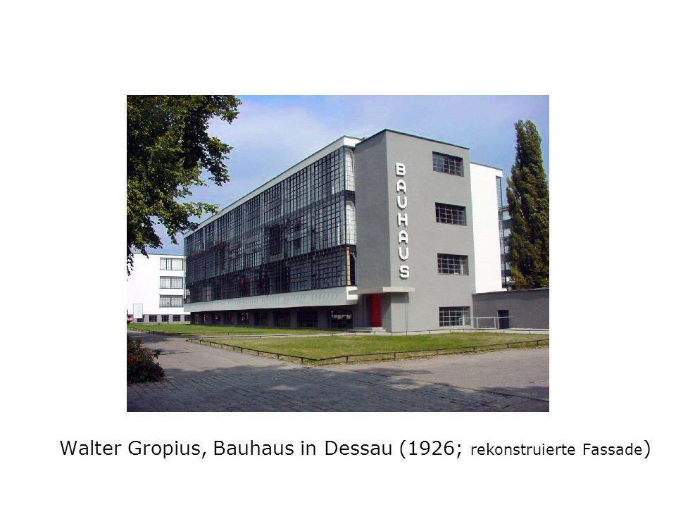 Walter Gropius, Bauhaus in Dessau (1926; rekonstruierte Fassade )