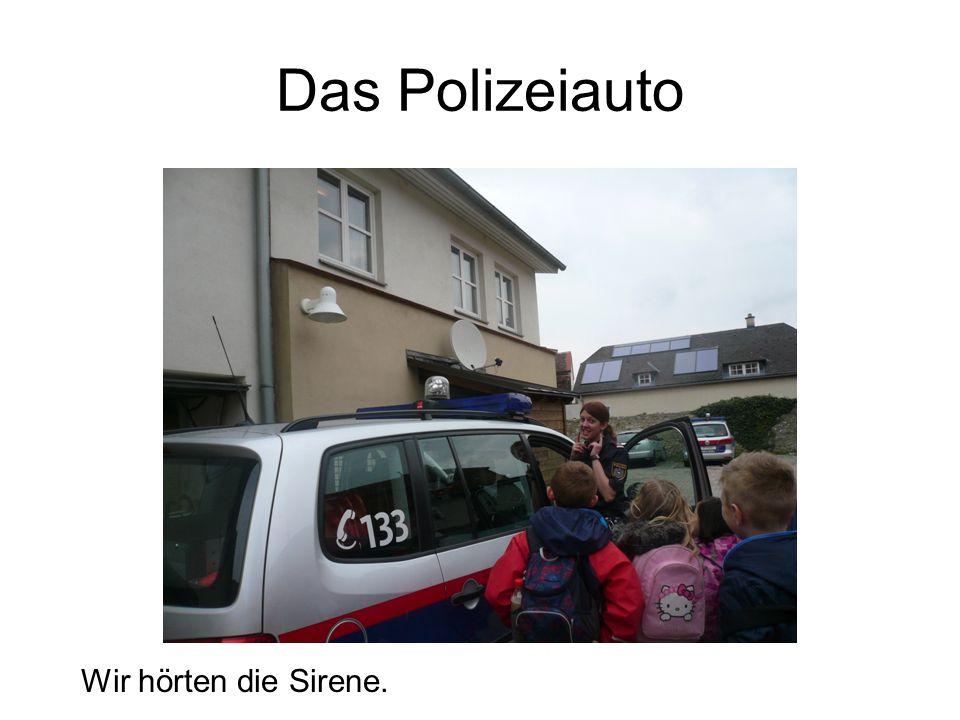 Das Polizeiauto Wir hörten die Sirene.