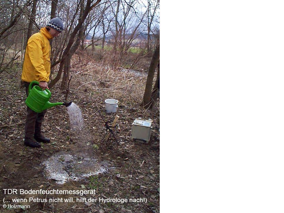 TDR Bodenfeuchtemessgerät (... wenn Petrus nicht will, hilft der Hydrologe nach!) © Holzmann