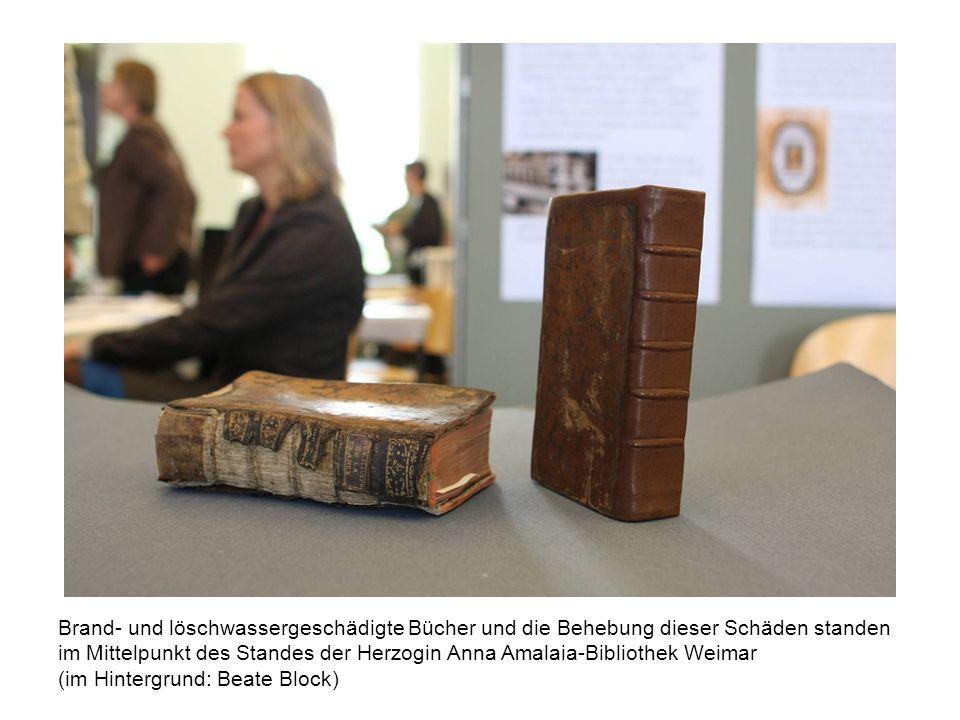Brand- und löschwassergeschädigte Bücher und die Behebung dieser Schäden standen im Mittelpunkt des Standes der Herzogin Anna Amalaia-Bibliothek Weima