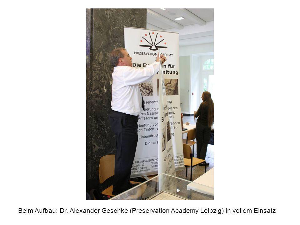 Ein kritischer Blick: Der ehemalige Leiter des Instituts für Buch- und Handschriften- restaurierung der BSB München, Dr.