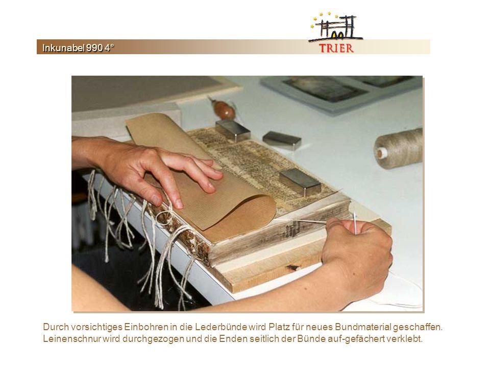 Durch vorsichtiges Einbohren in die Lederbünde wird Platz für neues Bundmaterial geschaffen.