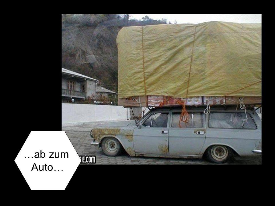 …ab zum Auto…