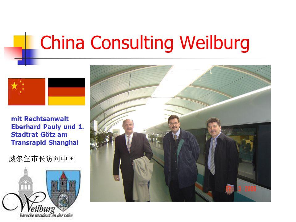 China Consulting Weilburg mit Rechtsanwalt Eberhard Pauly und 1. Stadtrat Götz am Transrapid Shanghai