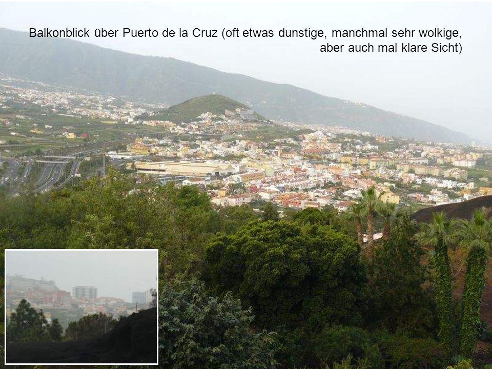 Balkonblick über Puerto de la Cruz (oft etwas dunstige, manchmal sehr wolkige, aber auch mal klare Sicht)