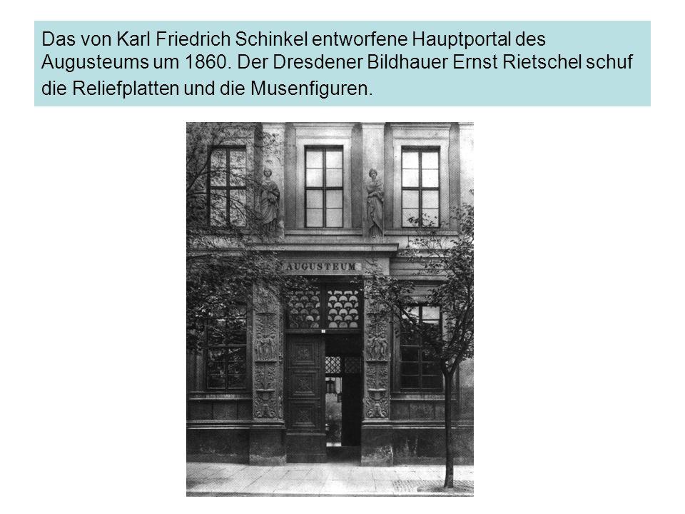 Das von Karl Friedrich Schinkel entworfene Hauptportal des Augusteums um 1860. Der Dresdener Bildhauer Ernst Rietschel schuf die Reliefplatten und die
