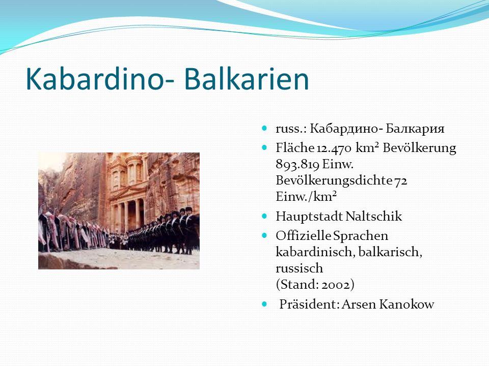 Kabardino- Balkarien russ.: Кабардино- Балкария Fläche 12.470 km² Bevölkerung 893.819 Einw. Bevölkerungsdichte 72 Einw./km² Hauptstadt Naltschik Offiz