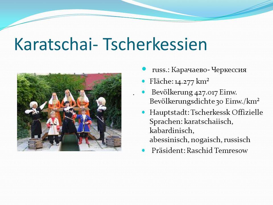 Karatschai- Tscherkessien russ.: Карачаево- Черкессия Fläche: 14.277 km² Bevölkerung 427.017 Einw. Bevölkerungsdichte 30 Einw./km² Hauptstadt: Tscherk