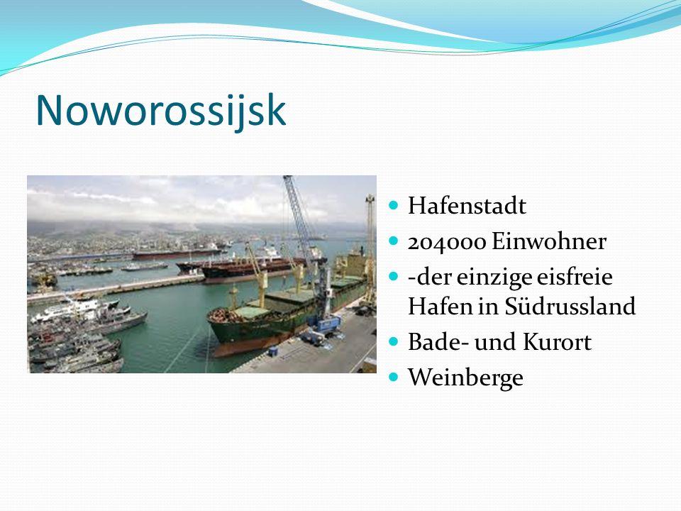 Noworossijsk Hafenstadt 204000 Einwohner -der einzige eisfreie Hafen in Südrussland Bade- und Kurort Weinberge