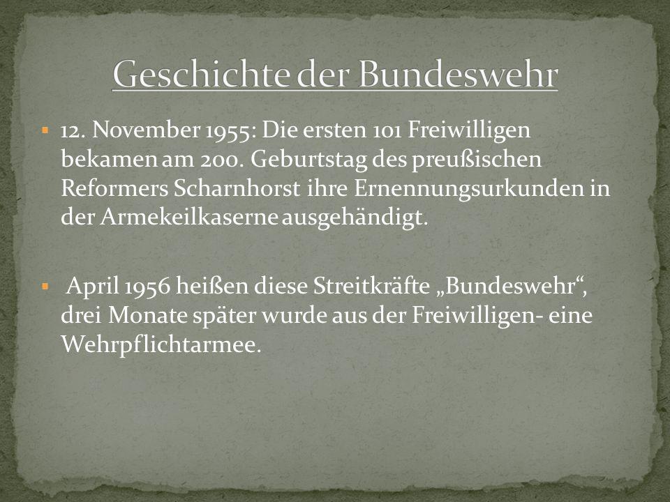 12. November 1955: Die ersten 101 Freiwilligen bekamen am 200. Geburtstag des preußischen Reformers Scharnhorst ihre Ernennungsurkunden in der Armekei
