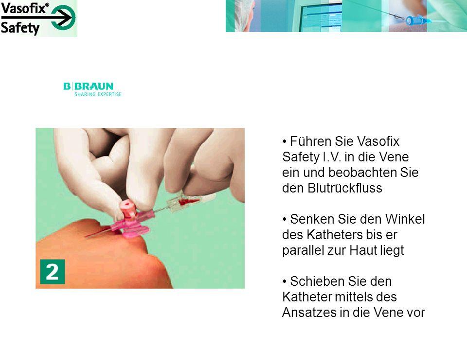 Führen Sie Vasofix Safety I.V. in die Vene ein und beobachten Sie den Blutrückfluss Senken Sie den Winkel des Katheters bis er parallel zur Haut liegt
