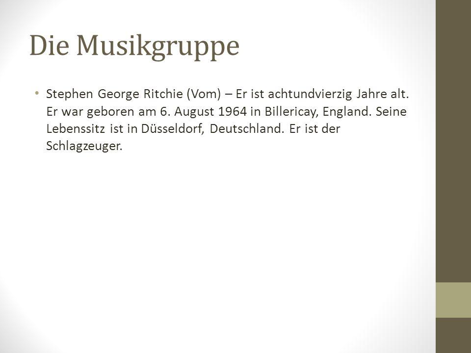 Die Musikgruppe Stephen George Ritchie (Vom) – Er ist achtundvierzig Jahre alt. Er war geboren am 6. August 1964 in Billericay, England. Seine Lebenss