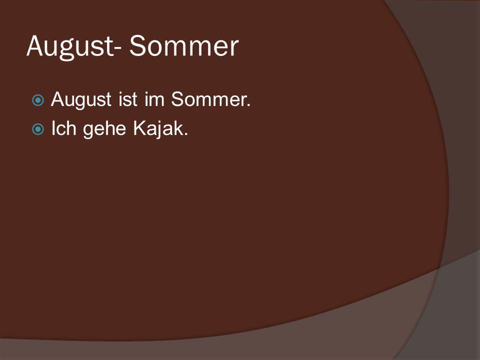 August- Sommer August ist im Sommer. Ich gehe Kajak.