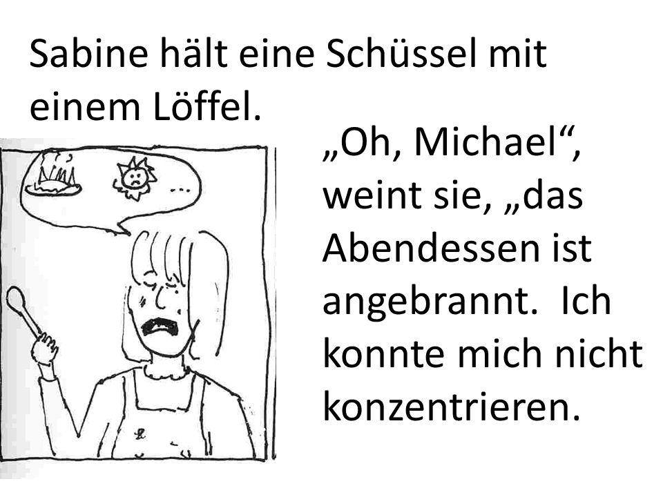 Sabine hält eine Schüssel mit einem Löffel.Oh, Michael, weint sie, das Abendessen ist angebrannt.