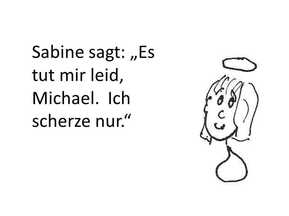 Sabine schaut Michael an.Er trägt blaue Jeans und ein grünes T-Shirt und Turnschuhe.