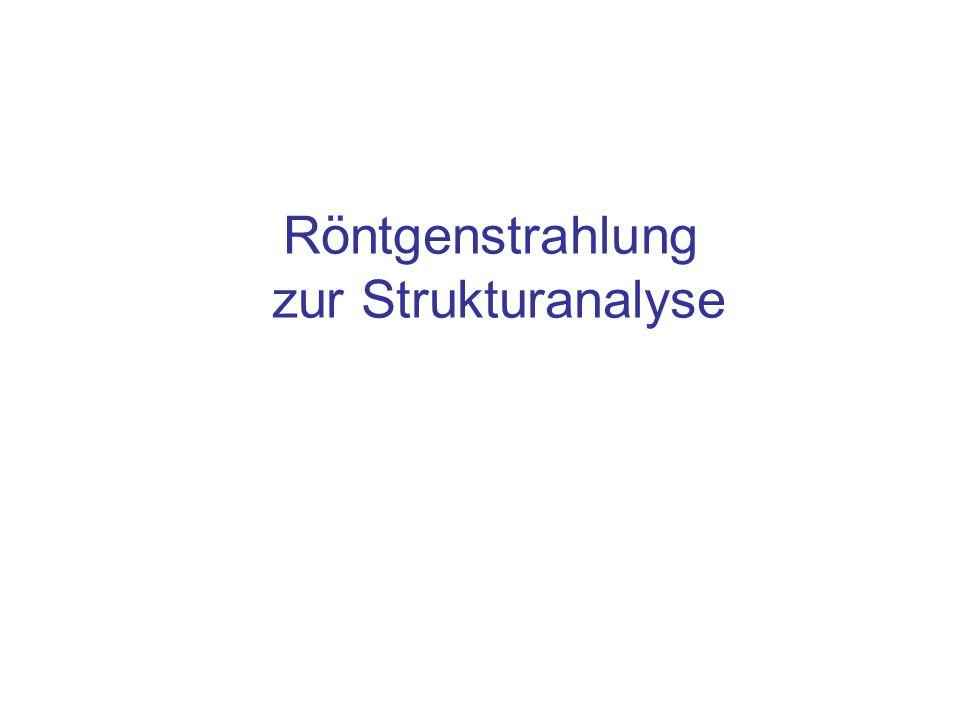 Röntgenstrahlung zur Beugung in der Feinstrukturuntersuchung Feststehende Röhren oder Drehanoden aus Kupfer (E=8 keV, λ Kα = 0,154 nm) oder Molybdän (E=16 keV, λ Kα = 0,07 nm) Das Material im Röhrenfenster, 0,4 mm Beryllium, absorbiert praktisch nicht, denn die weiche Strahlung ist erwünscht: –Weiche Strahlung zeigt einen hohen Streuquerschnitt für kohärente Streuung –Allerdings: die weichen Anteile ionisieren durch den Photoeffekt (~1/ E 3 ), schädigen organisches Material –Diese Strahlung ist deshalb zur medizinischen Durchleuchtung völlig ungeeignet