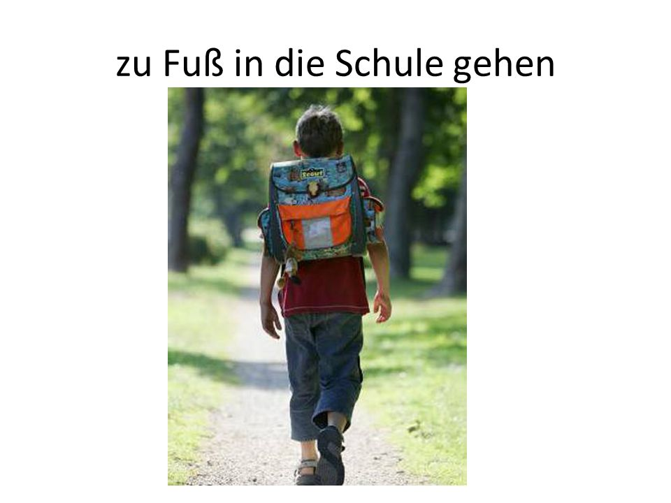 zu Fuß in die Schule gehen