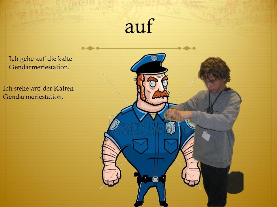 auf Ich stehe auf der Kalten Gendarmeriestation. Ich gehe auf die kalte Gendarmeriestation.