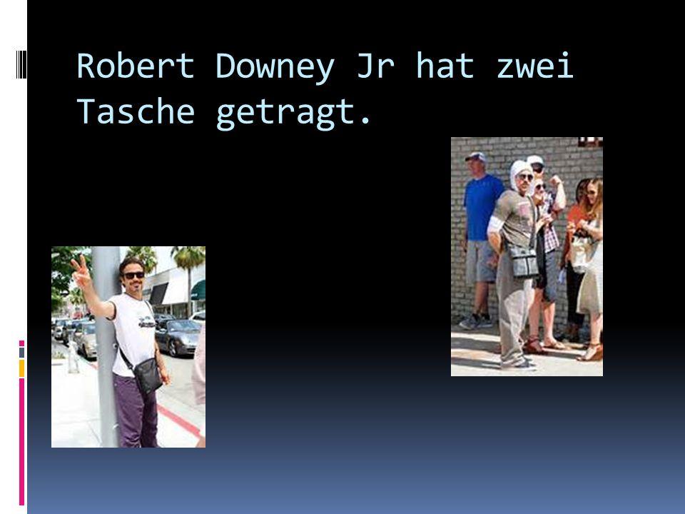 Robert Downey Jr hat zwei Tasche getragt.