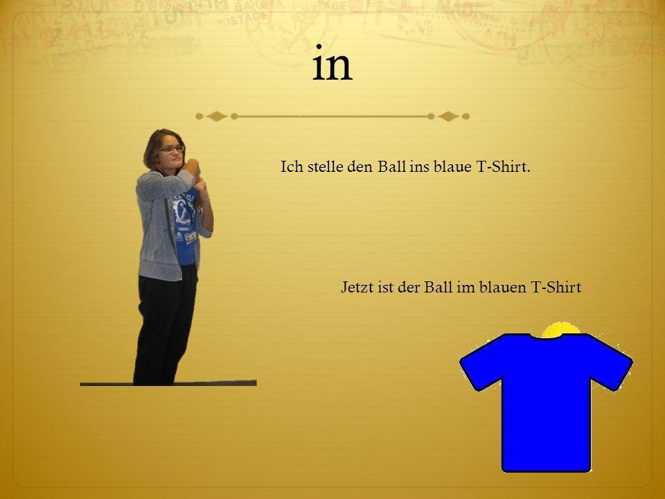 in Ich stelle den Ball ins blaue T-Shirt. Jetzt ist der Ball im blauen T-Shirt