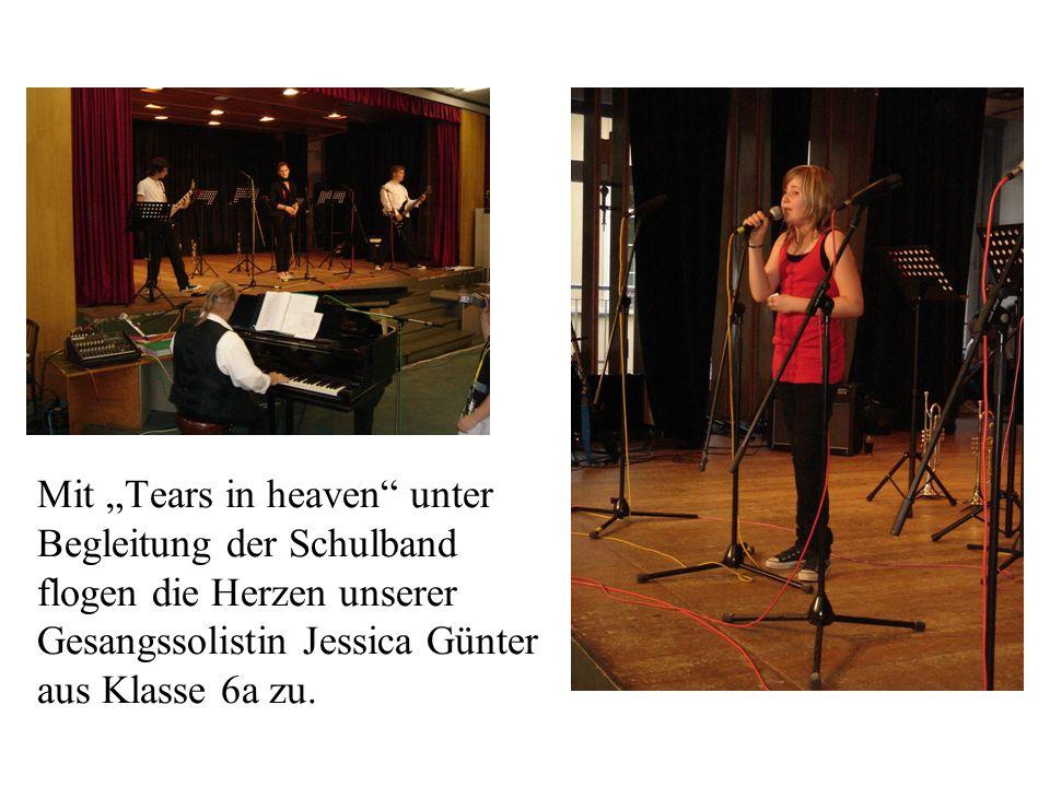 Mit Tears in heaven unter Begleitung der Schulband flogen die Herzen unserer Gesangssolistin Jessica Günter aus Klasse 6a zu.
