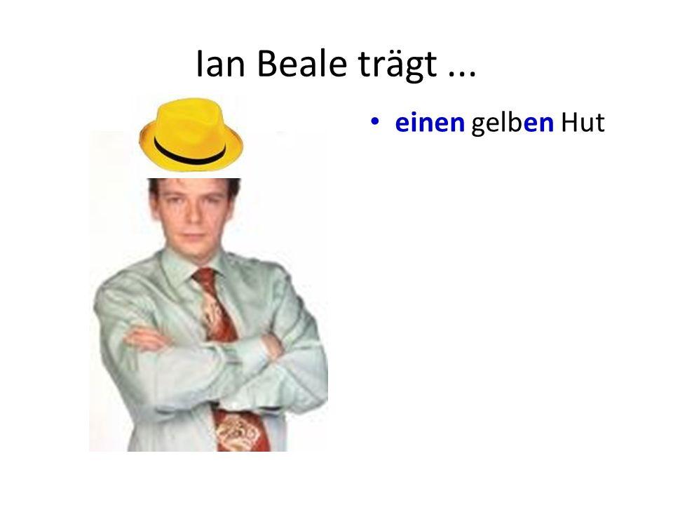 Ian Beale trägt... einen gelben Hut ein blaues T-Shirt