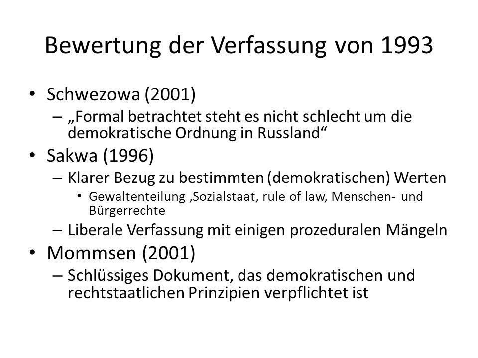 Bewertung der Verfassung von 1993 Schwezowa (2001) – Formal betrachtet steht es nicht schlecht um die demokratische Ordnung in Russland Sakwa (1996) –